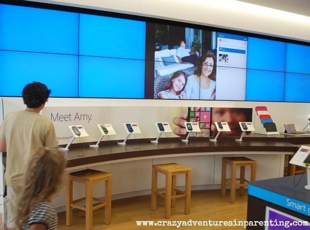 microsoft store phone display