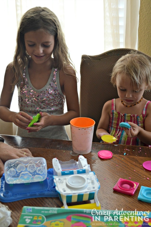 Play-Doh Double Desserts fun between sisters