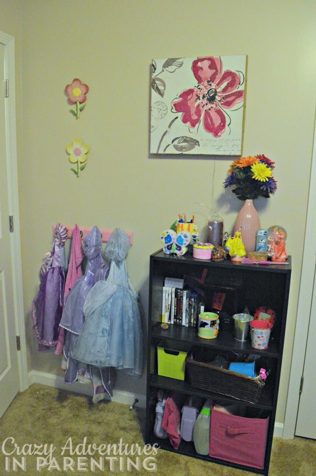 girls' bedroom bookcase