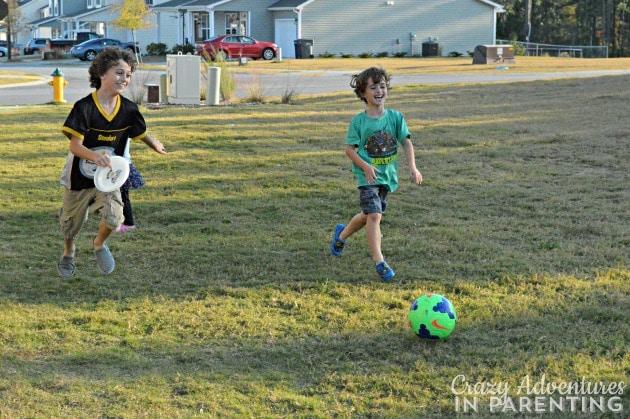 frisbee soccer sneak