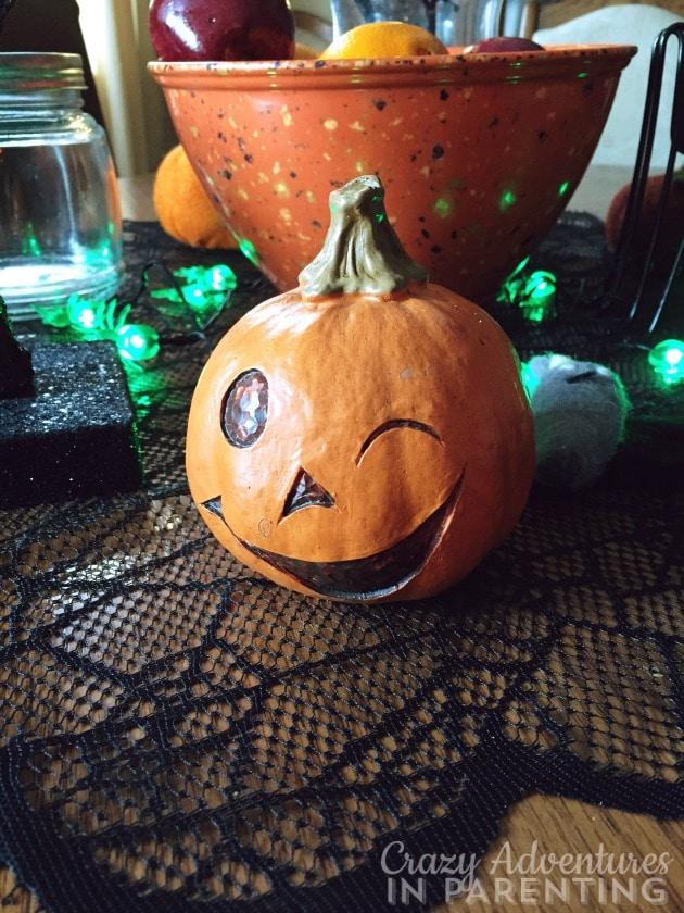 winking pumpkin halloween decor