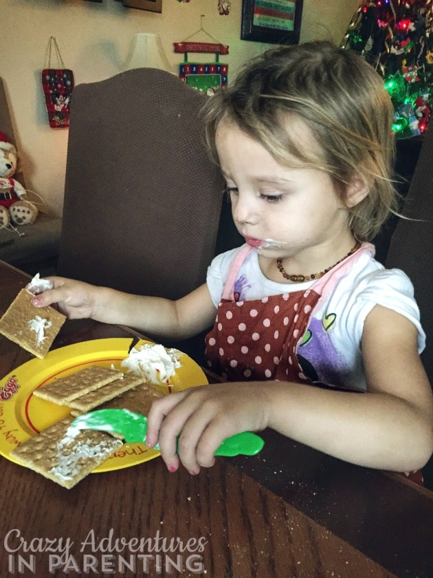 decorating gingerbread houses with graham crackers