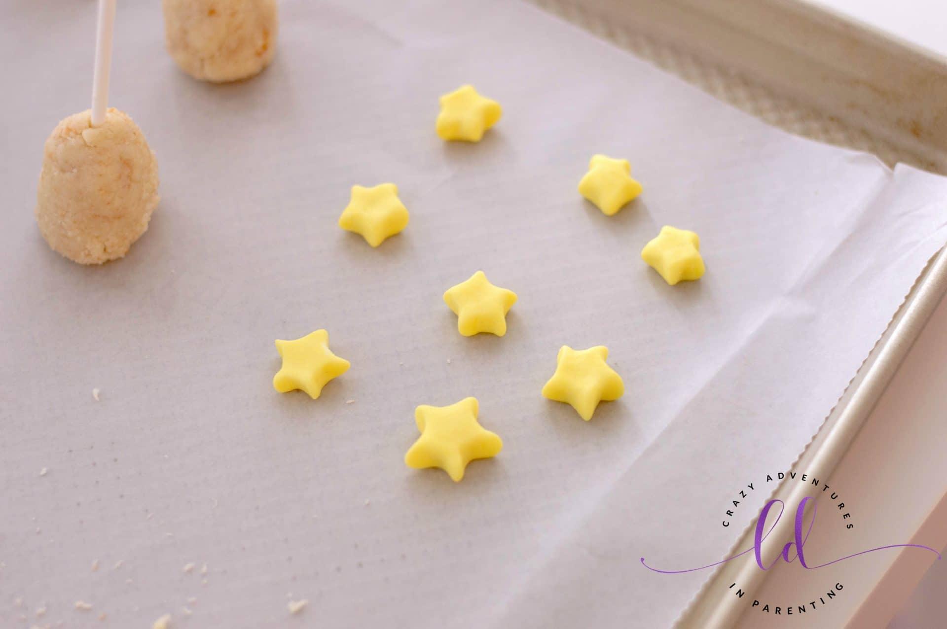 Making Fondant Stars for Christmas Tree Cake Pops