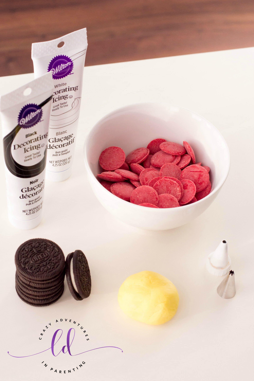 Ingredients Needed for Santa Belt Oreos