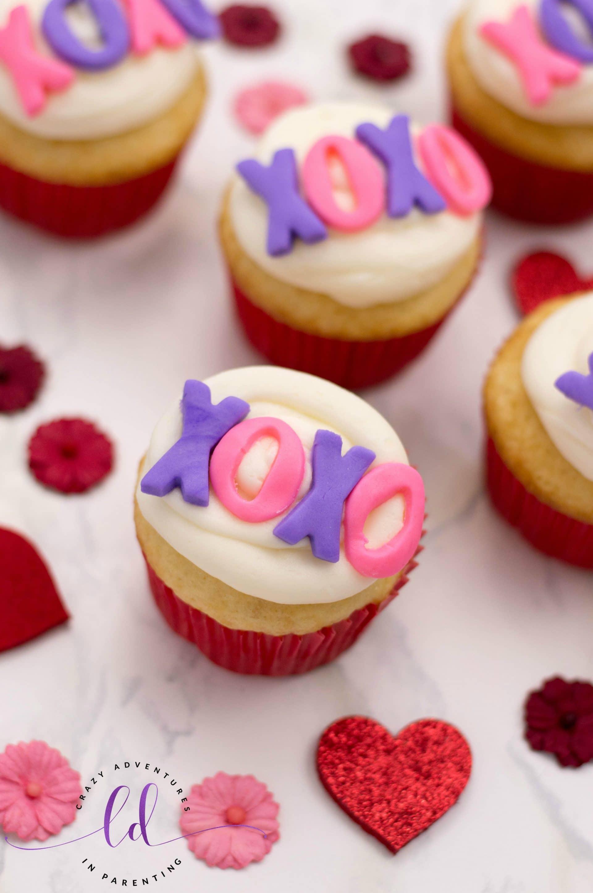 Vanilla XOXO Valentine's Cupcakes