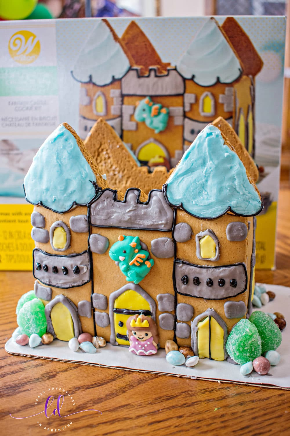 Wilton Cookie Creations Fantasy Castle Cookie Kit
