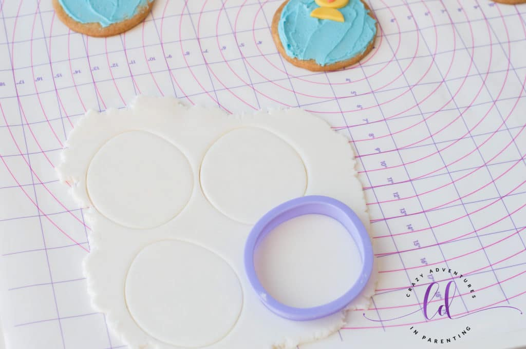 Cut Out White Fondant for Chick Egg Cookies