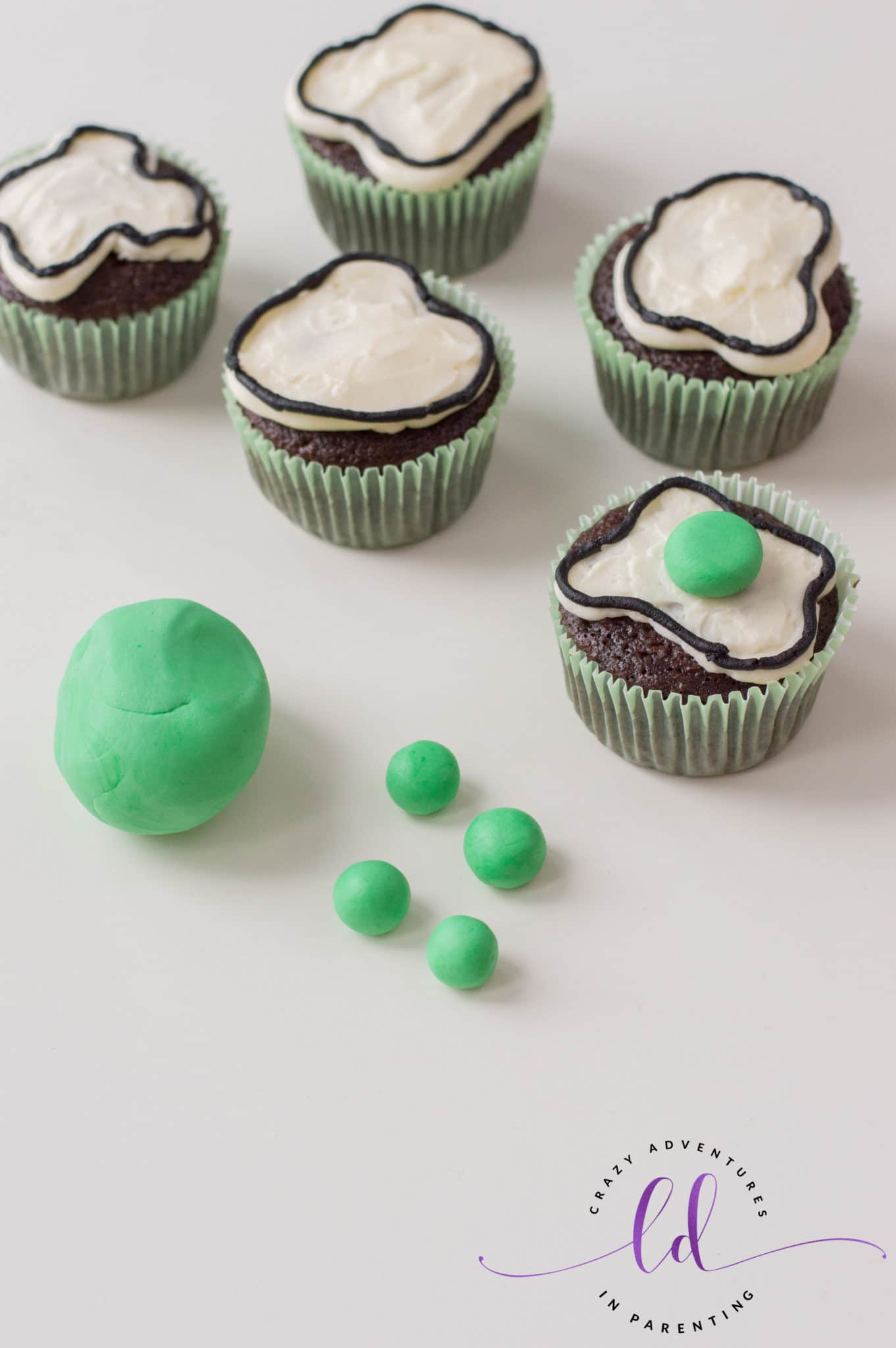 Form Fondant Egg Yolks for Green Eggs and Ham Cupcakes