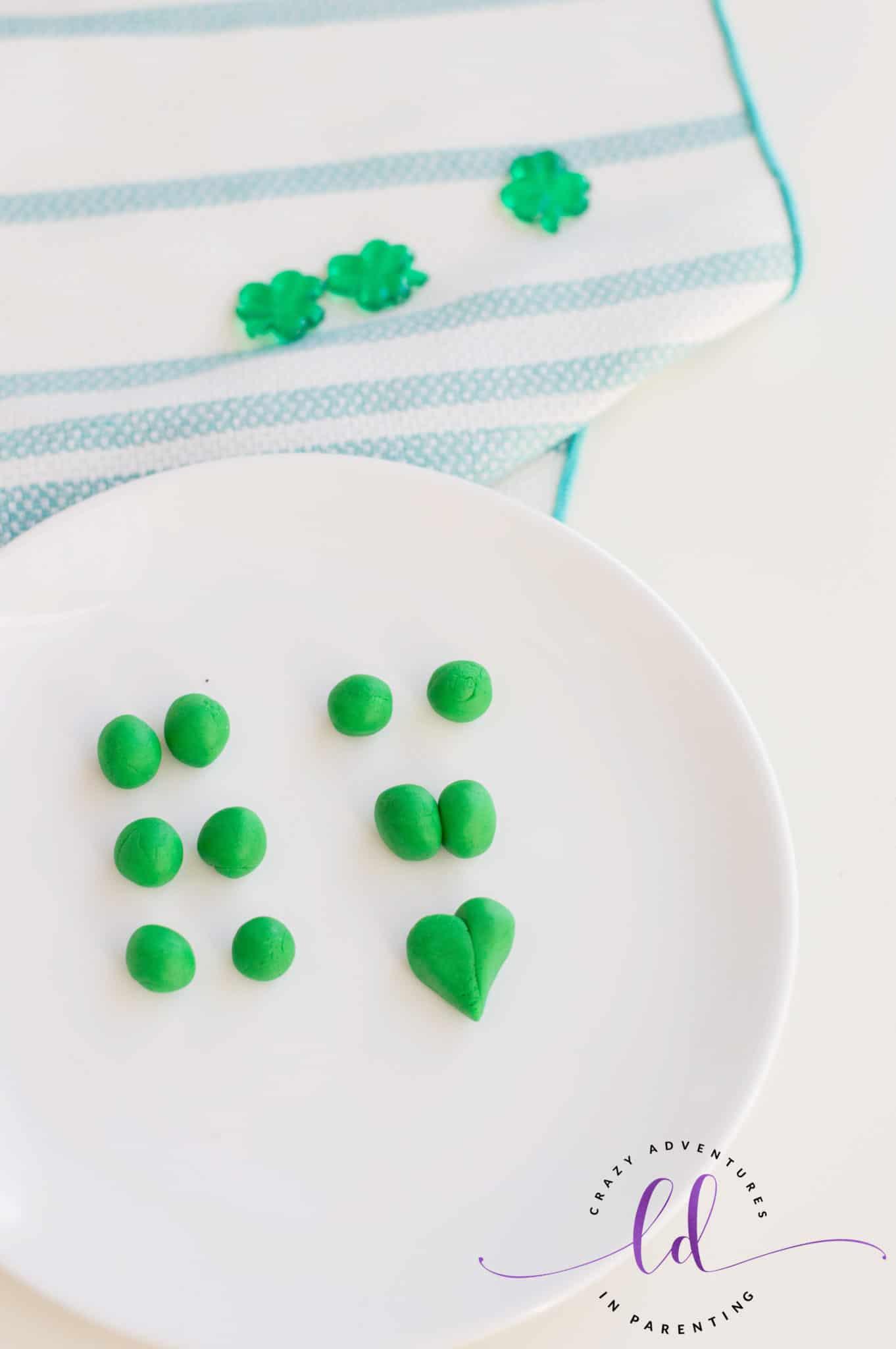 Make Fondant Shamrocks for St. Patrick's Day Mini Cheesecakes